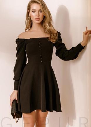 Женственное расклешенное платье