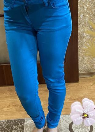Джинси-скіні насиченого голубого кольору 💙