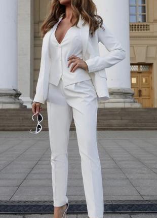 Белый эксклюзивный костюм тройка