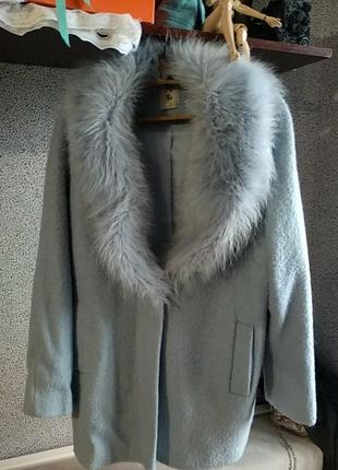 Пальто с мехом.