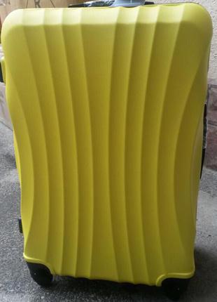 Шикарный желтый чемодан пластиковый новинка ! польша