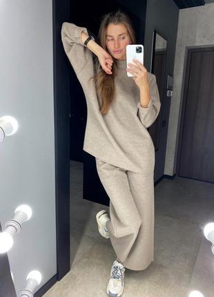 Стильный теплый костюм с брюками палаццо