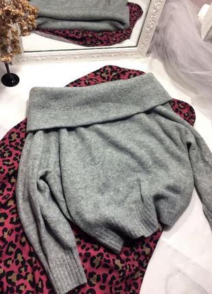 Тёплый свитер на плечи