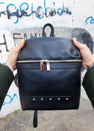Черный рюкзак повседневный металический декор