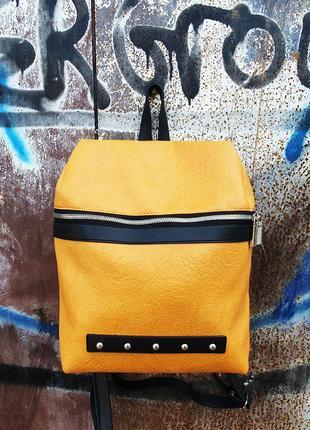 Желтый рюкзак повседневный металический декор