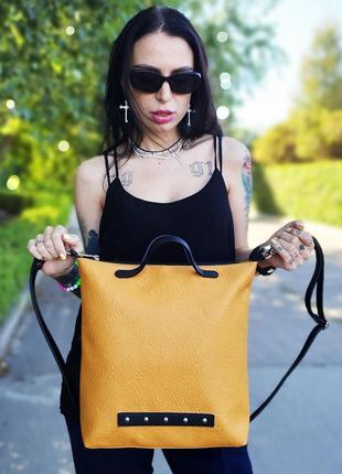 Повседевная классическая сумка желтая черная с металлическим декором