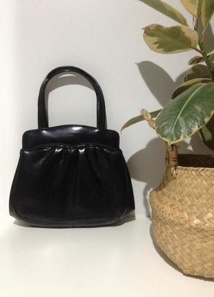 Потресающая винтажная сумка в черном цвете