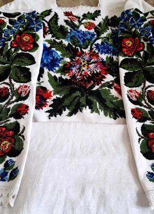 Старовинна буковинська сорочка, вишита бісером