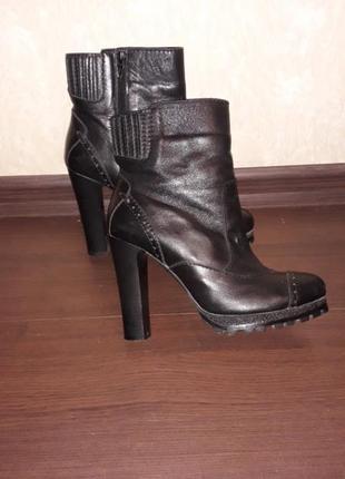 Ботинки высокий каблук