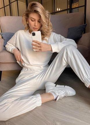 Белый костюм. лаконично и красиво. и главное – удобно!