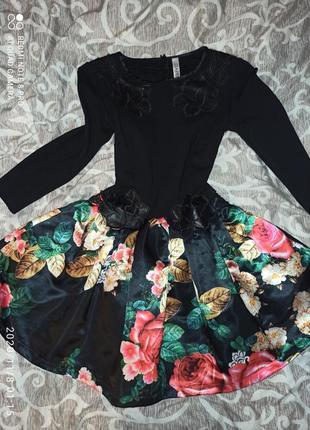 Супер платье,модное. фирменнное. принт розы.