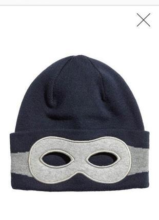 Теплая фирменная шапочка