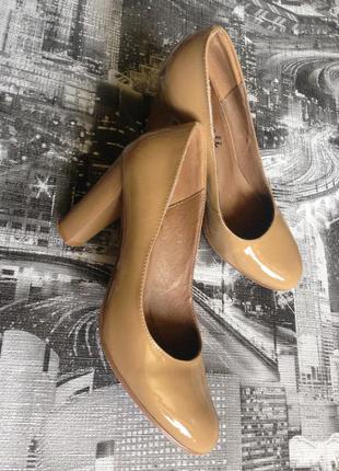Туфли бежевые кожа лак