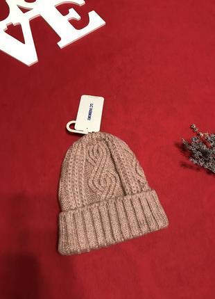 Актуальная шапка-бини пыльно-розового цвета