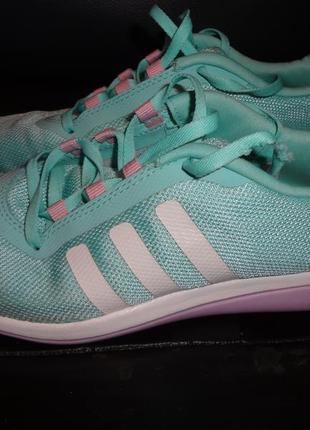 Лёгкие летние кроссовки adidas р.36