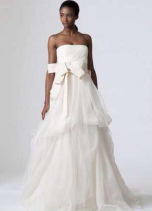 Шикарное платье свадебное со шлейфом