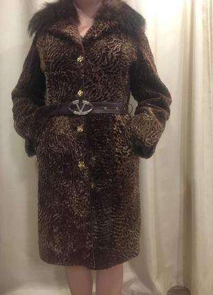 Пальто каракулевое.