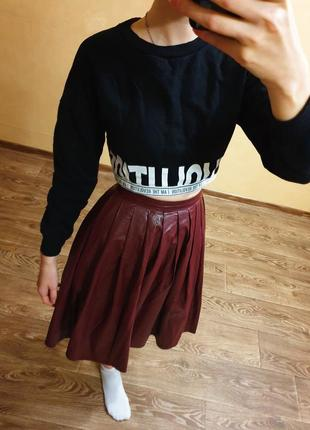 Кожанная юбка миди в складку