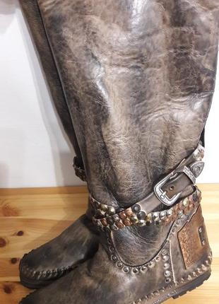 Супер новые кожаные сапоги 40р karma of charmel