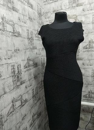Черное платье по фигурке