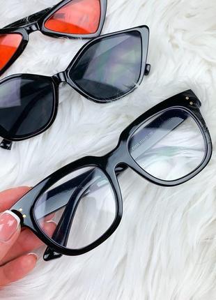 Очки с прозрачными стёклами для стиля