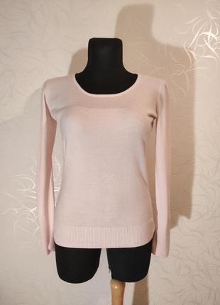 Красивый бело-розовый свитер
