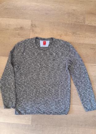 Крутой фирменный свитер