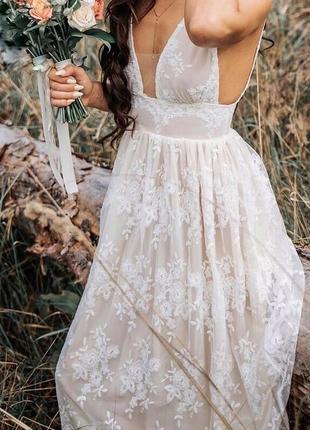 Чувственное кружевное платье с объемной вышивкой в стиле blooming flowers
