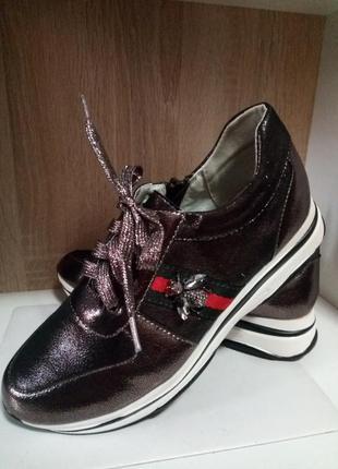 Модные осенние ботинки кроссовки