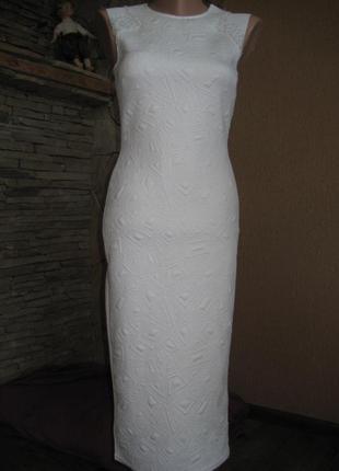 Белое фактурное платье футляр tfnc