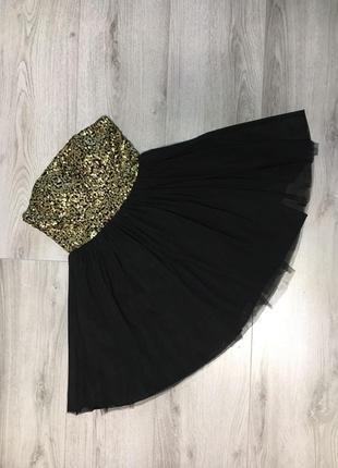 Вечернее платье в пайетки.