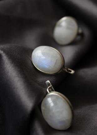 Серебряный набор с лунным камнем