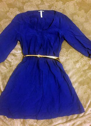 Легкое платье насыщенного цвета