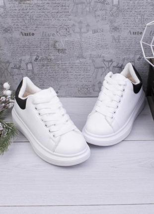 Стильные белые зимние кроссовки на меху платформе криперы кеды
