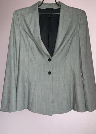 Женский фирменный шерстяной пиджак escada.
