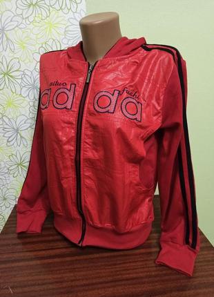 Спортивная новая куртка на девочку подростковая на змейке с капюшоном кофта. цвет красный