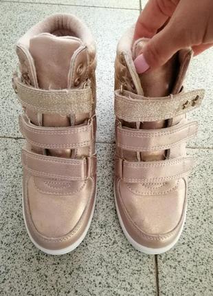 Ботинки, сникерсы