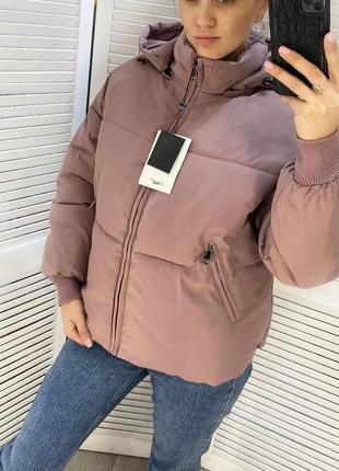 Зимова куртка пуховик з капюшоном женкая