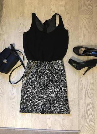 Супер платье stradivarius с красивым вырезом на спине, размер s