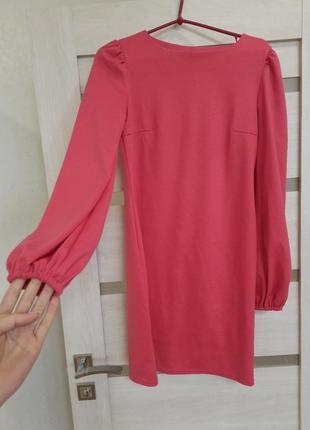 Нарядное розовое платье.