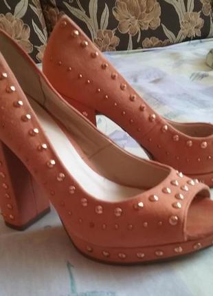 Полностью натуральные, шикарные фирменные туфли, босоножки