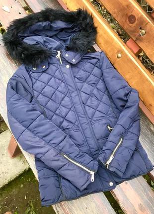 Приталена куртка з капішоном bershka