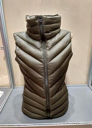 Пуховая женская  жилетка бренд н&м(оригинал)