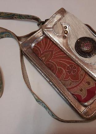 Кожаная сумочка с меховой вставкой