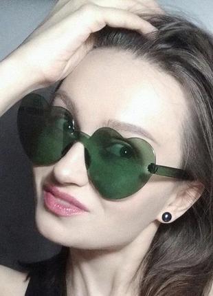 Солнцезащитные очки сердечки. очки сердце. зеленые очки. очки без оправы.