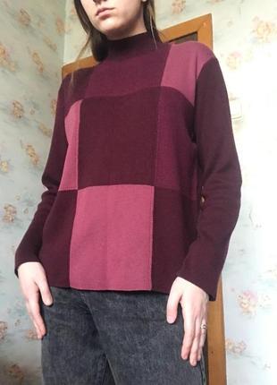 Тёплый свитер бордовый розовый с принтом