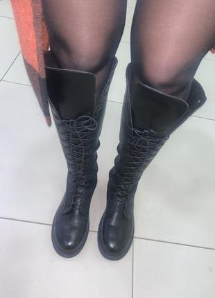 Чёрные высокие ботинки сапоги на шнуровке
