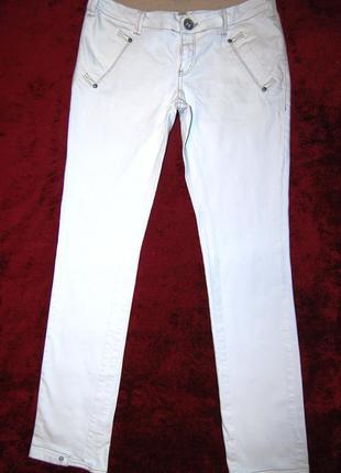 Чудесные белые узкие натуральные брюки vero moda, пот 40см.