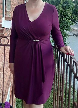 Красивое сиреневое платье с нижней юбочкой для коррекции фигуры.
