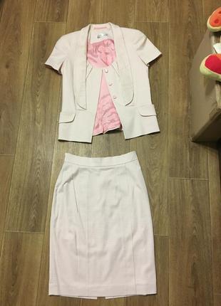 Костюм юбка и пиджак пудового цвета